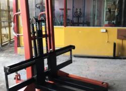 xe nâng tay cao chân khuỳnh 1500kg nâng cao 1,6 mét