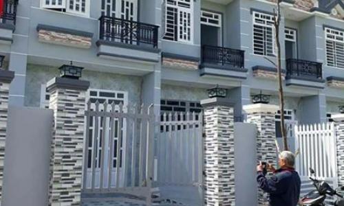 Nhà đẹp, 1 lầu, 3 phòng ngủ, sổ riêng, gần Bình Chánh