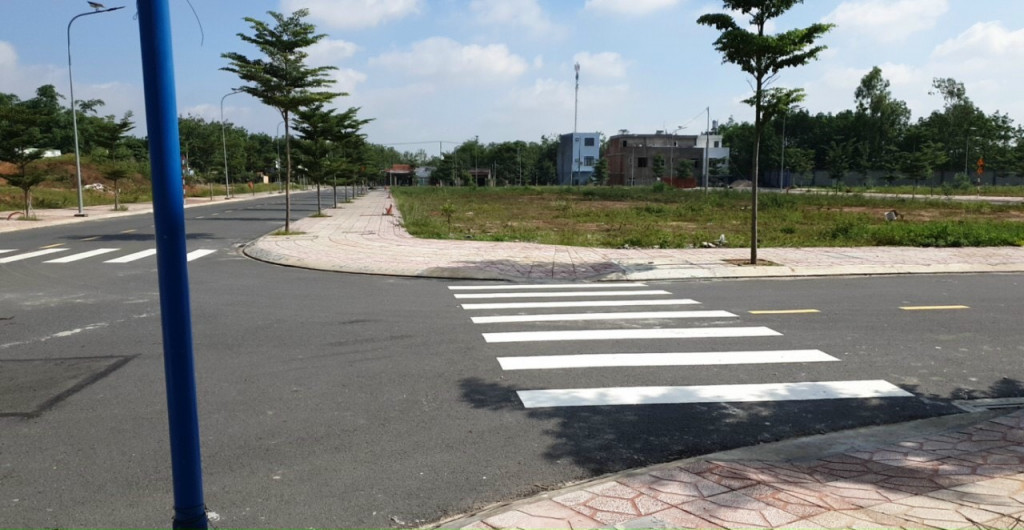 900tr chỉ còn 1 lô duy nhất nhìn ra ngay Đại Học Việt Đức, khu đô thị mới đường nhựa lớn 16m