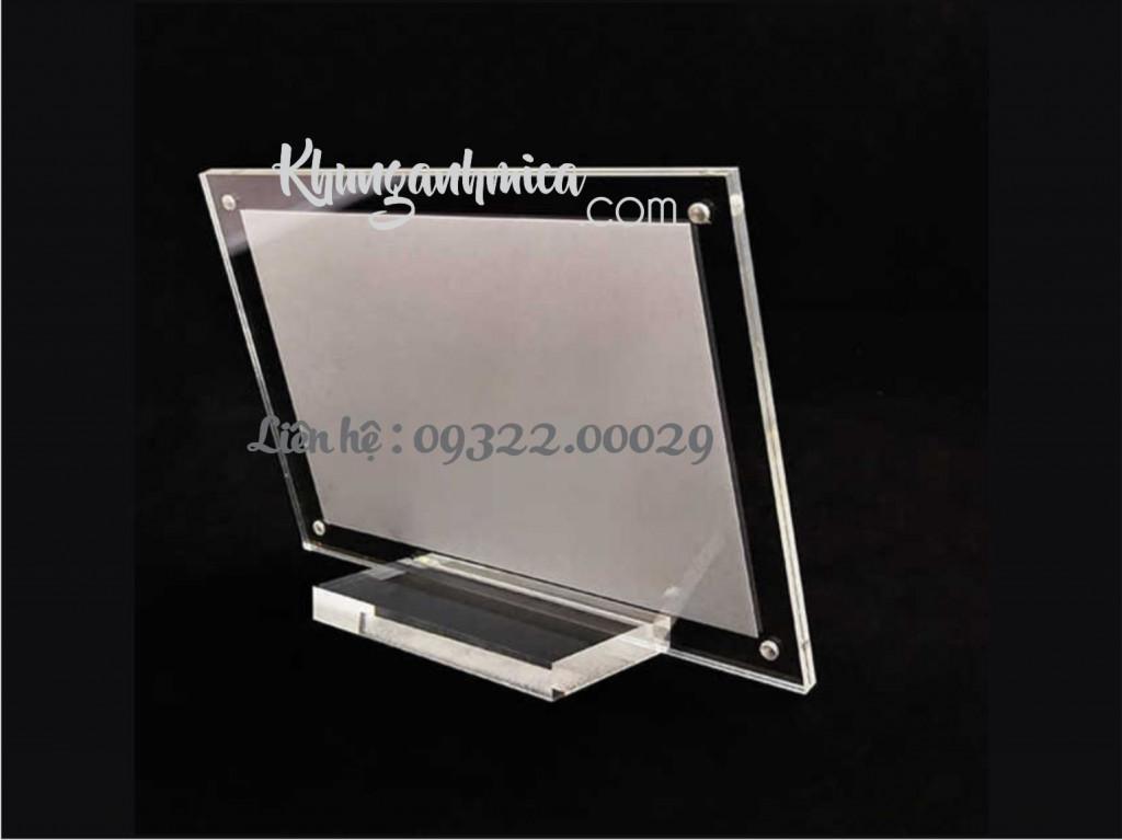 Khung mica để bàn có sẵn với kích thước nhỏ