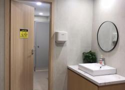 Cửa composite Nhựa Việt Pháp lắp đặt tại các công trình công cộng