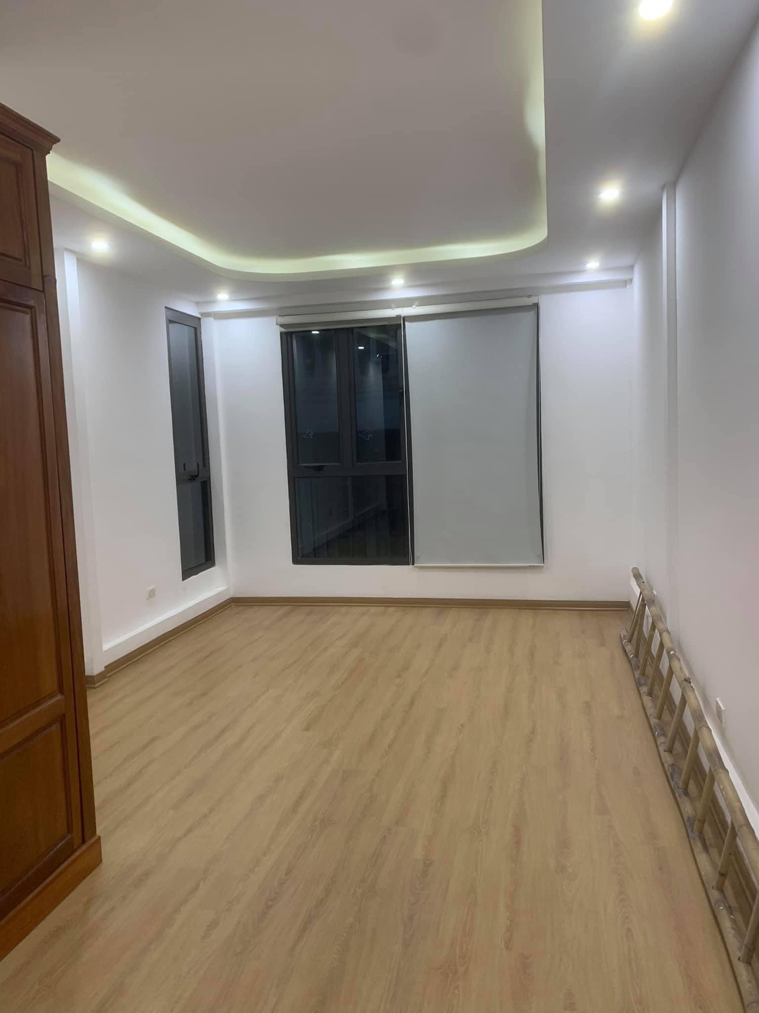 Bán nhà Kim Mã Thượng, ngõ ba gác, nội thất vip, 5 tầng, 45m2 chỉ 5 tỷ 5
