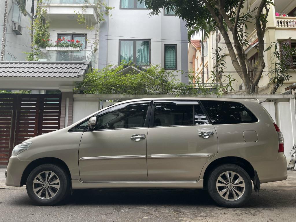 Gia đình cần bán xe INNOVA 2016, màu ghi vàng