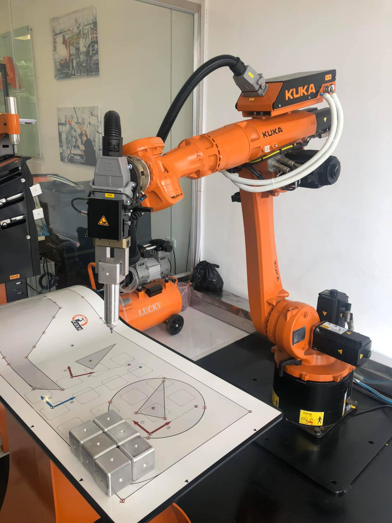 Kuka AG   Kuka robot công nghiệp  Kuka về máy sản xuất  Ms Liên-0825 407 939