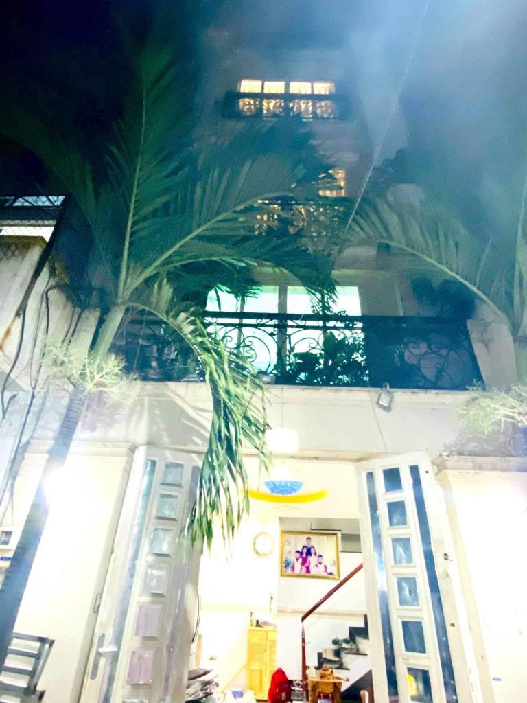 Bán nhà 25m2, 3lầu, sân thượng, giá 4,4tỷ đường Đất Thánh, Phường6, Quận Tân Bình.